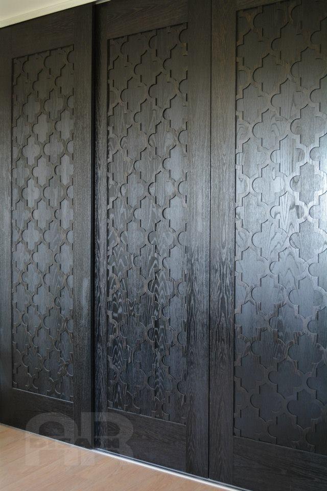 Garderoobi lükanduksed tamme spooniga kaetud MDF, viimistletud tooniva õliga.